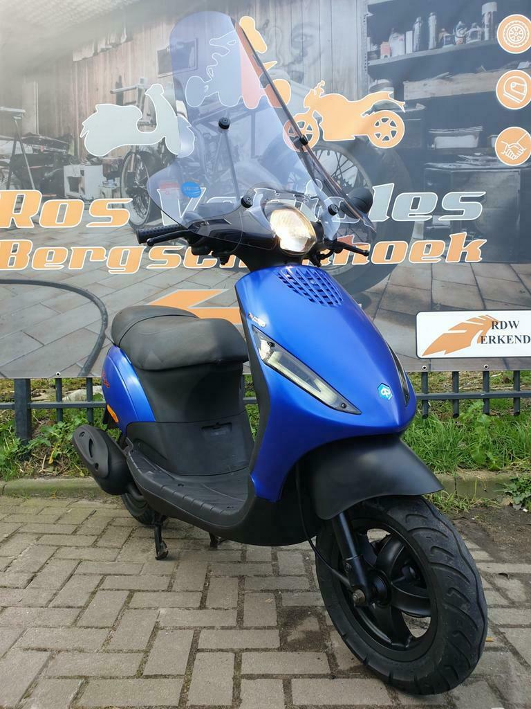 Ros vehicles aanbod - Piaggio Zip 2000