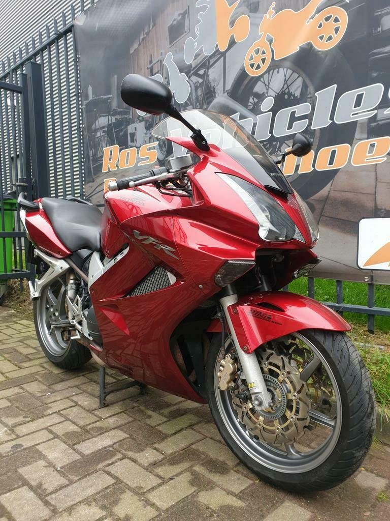 Honda VFR 800 A-6 ABS en Dual Combined Brake Systeem-2